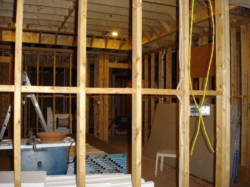 Монтаж электропроводки в каркасном доме своими руками 38