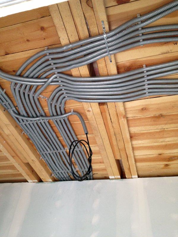 Монтаж электропроводки в каркасном доме своими руками 92